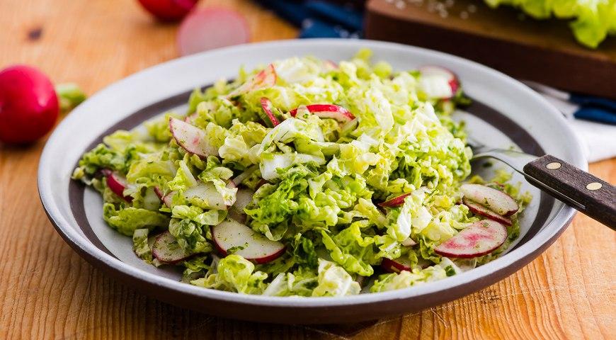 Салат из редиски и капусты